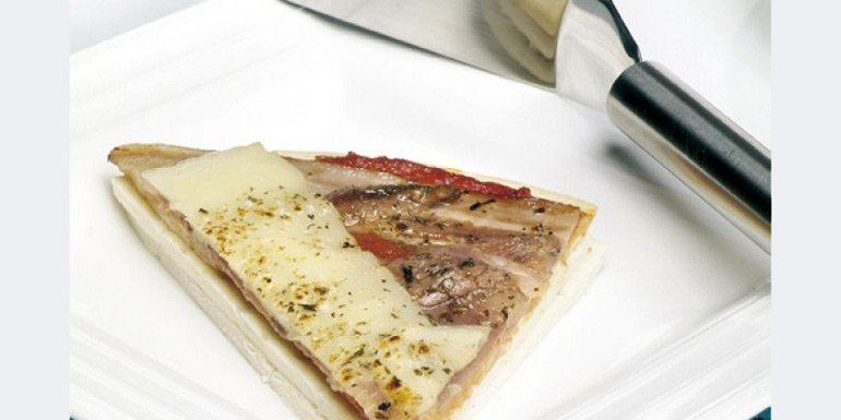 Pizza serrana con anchoas